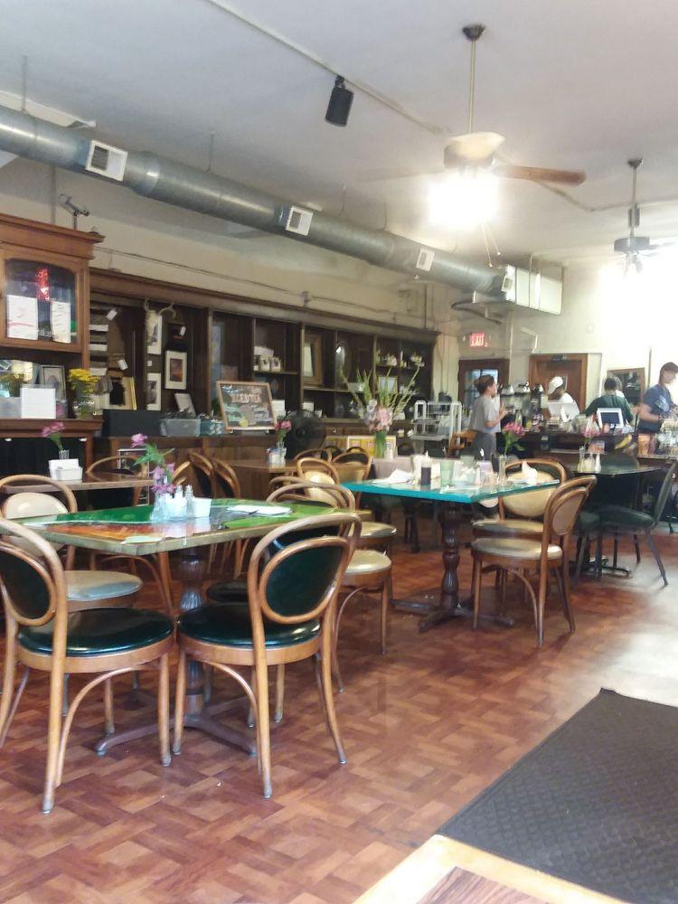 Ellie's Cafe